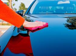 پاک کردن شیره درخت از روی خودرو