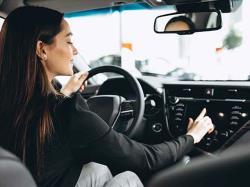 5 نکته برای خانم هایی که در رانندگی دچار استرس می شوند