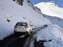بررسی فنی خودرو قبل از یک سفر زمستانی